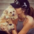 Katherine Webb et son chien qui l'a tant réconforté alors qu'elle rencontrait de grosses difficultés à tomber enceinte / photo postée sur Instagram au mois de 2015.