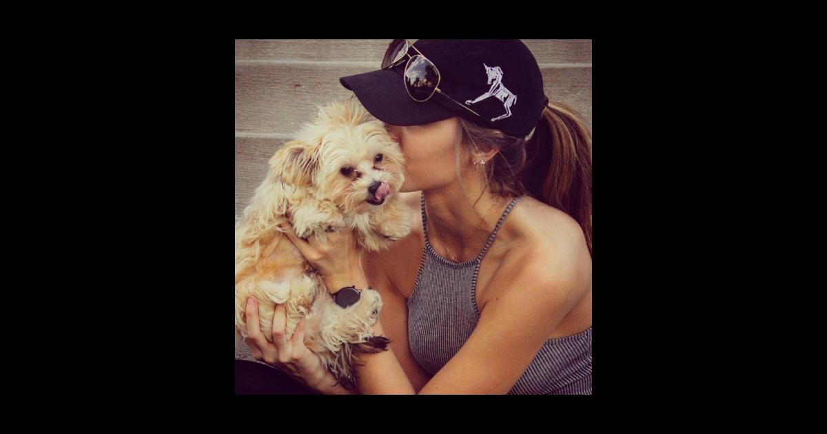 Katherine Webb et son chien qui l'a tant réconforté alors