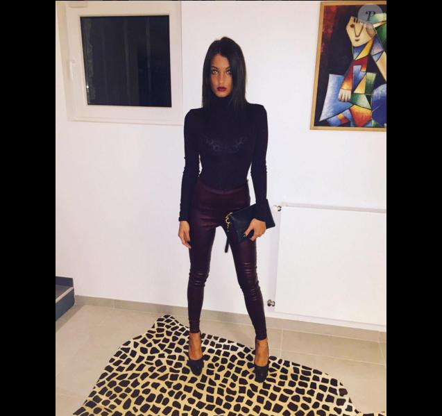 La belle Aurélie Dotremont a inquiété ses fans en dévoilant cette photo sur laquelle elle apparaît particulièrement mince. Décembre 2015.