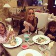 Mariah Carey en vacances à Aspen avec ses enfants, Monroe et Moroccan / photo postée sur Instagram, le 21 décembre 2015.