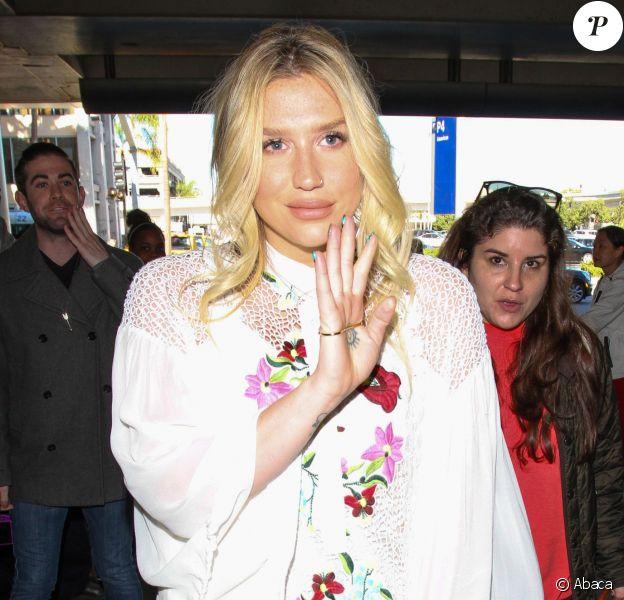 Kesha à l'aéroport de Los Angeles, LAX, le 16 décembre 2015