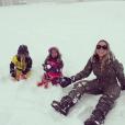 Mariah Carey en vacances à Aspen avec ses enfants, Monroe et Moroccan . Photo postée sur Instagram le 28 décembre 2015.