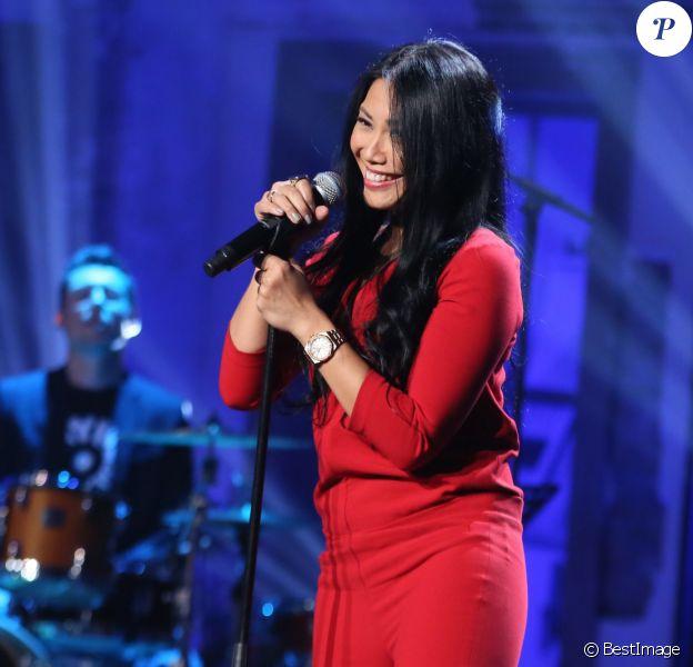 Exclusif - Anggun, lors de l'enregistrement de l'émission Du côté de chez Dave, le 9 décembre 2015 pour une diffusion le 10 janvier sur France 3.