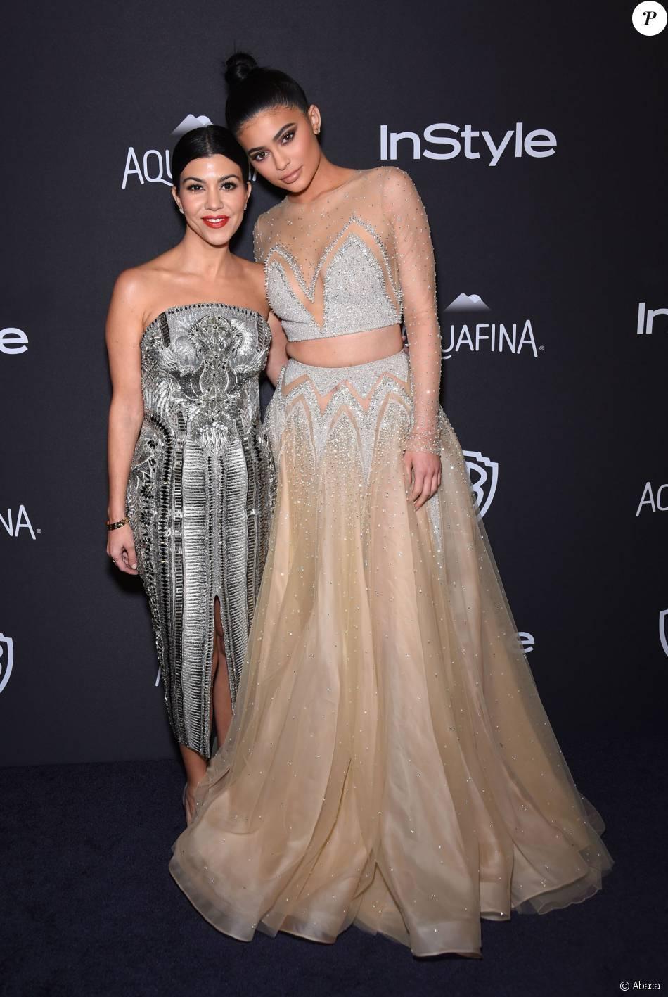 Kourtney Kardashian et Kylie Jenner à la soirée InStyle et Warner Bros pour l'after-party des Golden Globes au Beverly Hilton Hotel de Los Angeles, le 10 janvier 2016.
