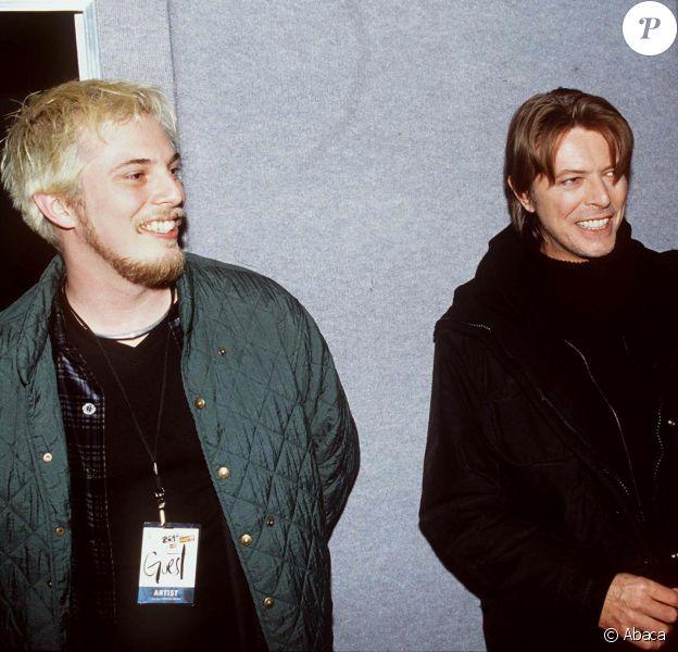 Duncan Jones et son père David Bowie aux Brit Awards à Londres en février 1999