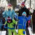 La princesse Mette-Marit et son mari le prince Haakon - La famille royale de Norvège participe aux activités de sports d'hiver organisées devant le palais royal lors des festivités pour le 25ème anniversaire de règne du roi Harald de Norvège à Oslo, le 17 janvier 2016.
