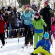 La princesse Mette-Marit et son mari le prince Haakon - La famille royale de Norvège participe aux activités de sports d'hiver organisées devant le palais royal lors des festivités pour le 25ème anniversaire de règne du roi Harald de Norvège à Oslo, le 17 janvier 2016. 17/01/2016 - Oslo