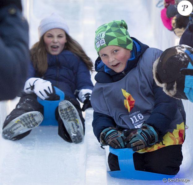 La princesse Ingrid Alexandra et son frère le prince Sverre Magnus - La famille royale de Norvège participe aux activités de sports d'hiver organisées devant le palais royal lors des festivités pour le 25ème anniversaire de règne du roi Harald de Norvège à Oslo, le 17 janvier 2016. 17/01/2016 - Oslo