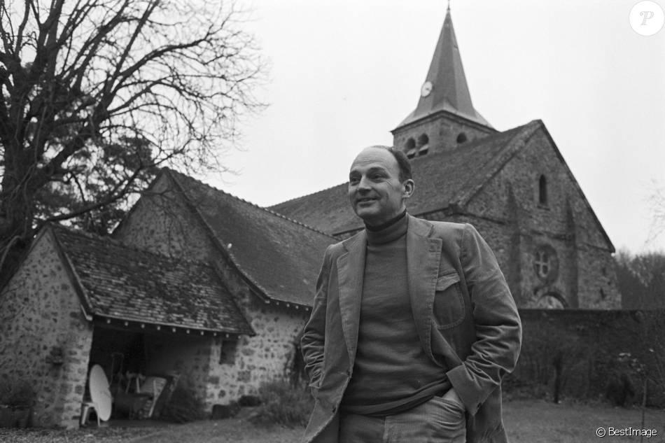 Michel Tournier le 13 décembre 1979 chez lui à Choisel, en Vallée de Chevreuse. Les obsèques de l'écrivain auront lieu le 25 janvier à 15H00 à l'église de Choisel qui jouxte ce presbytère où il résidait depuis plusieurs dizaines d'années.