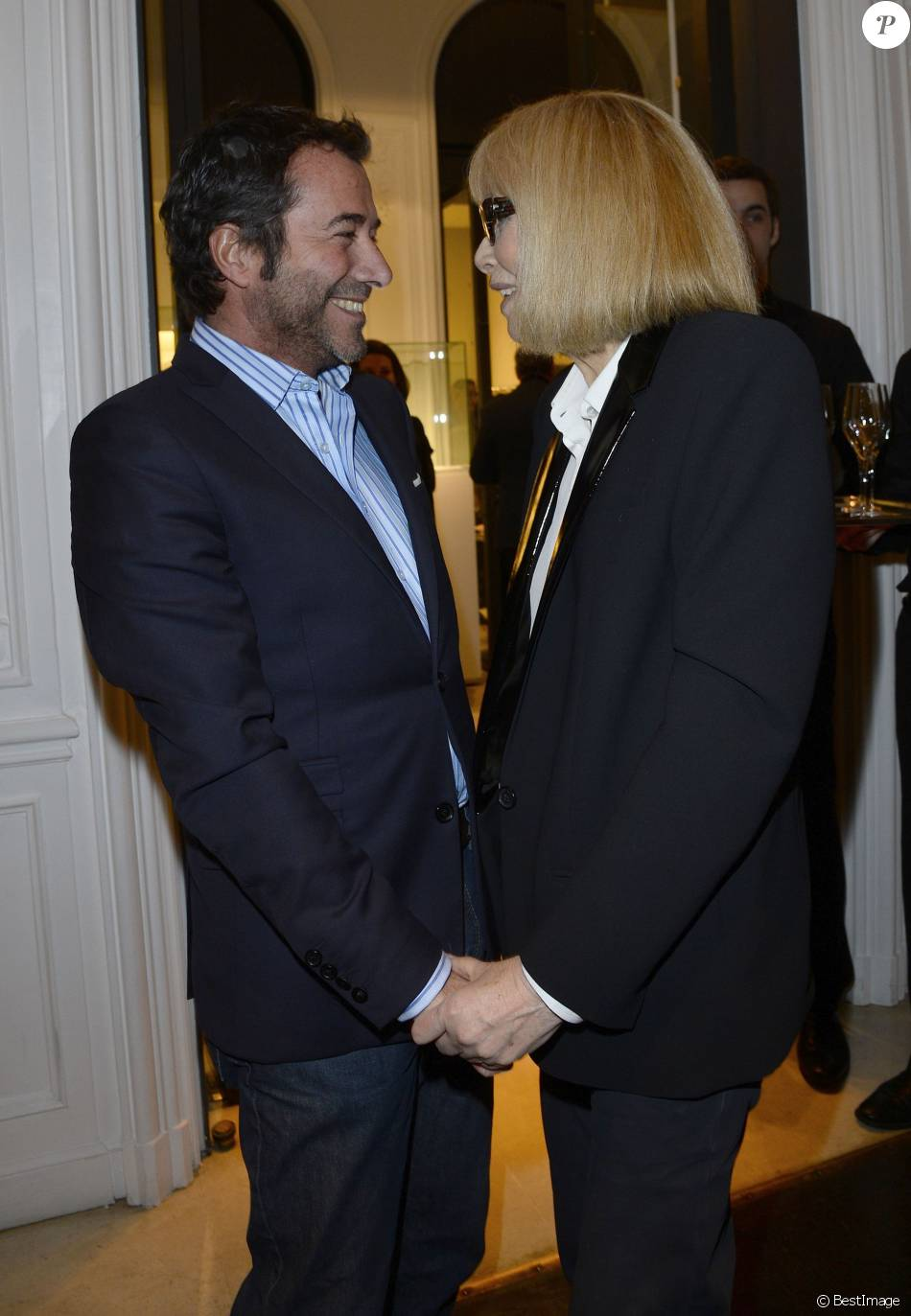 bernard montiel et mireille darc vernissage de l 39 exposition des photographies de mireille darc. Black Bedroom Furniture Sets. Home Design Ideas