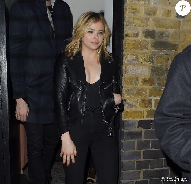 Chloë Grace Moretz et Brooklyn Beckham quittent le club Chiltern Firehouse séparément à Londres le 21 janvier 2016.
