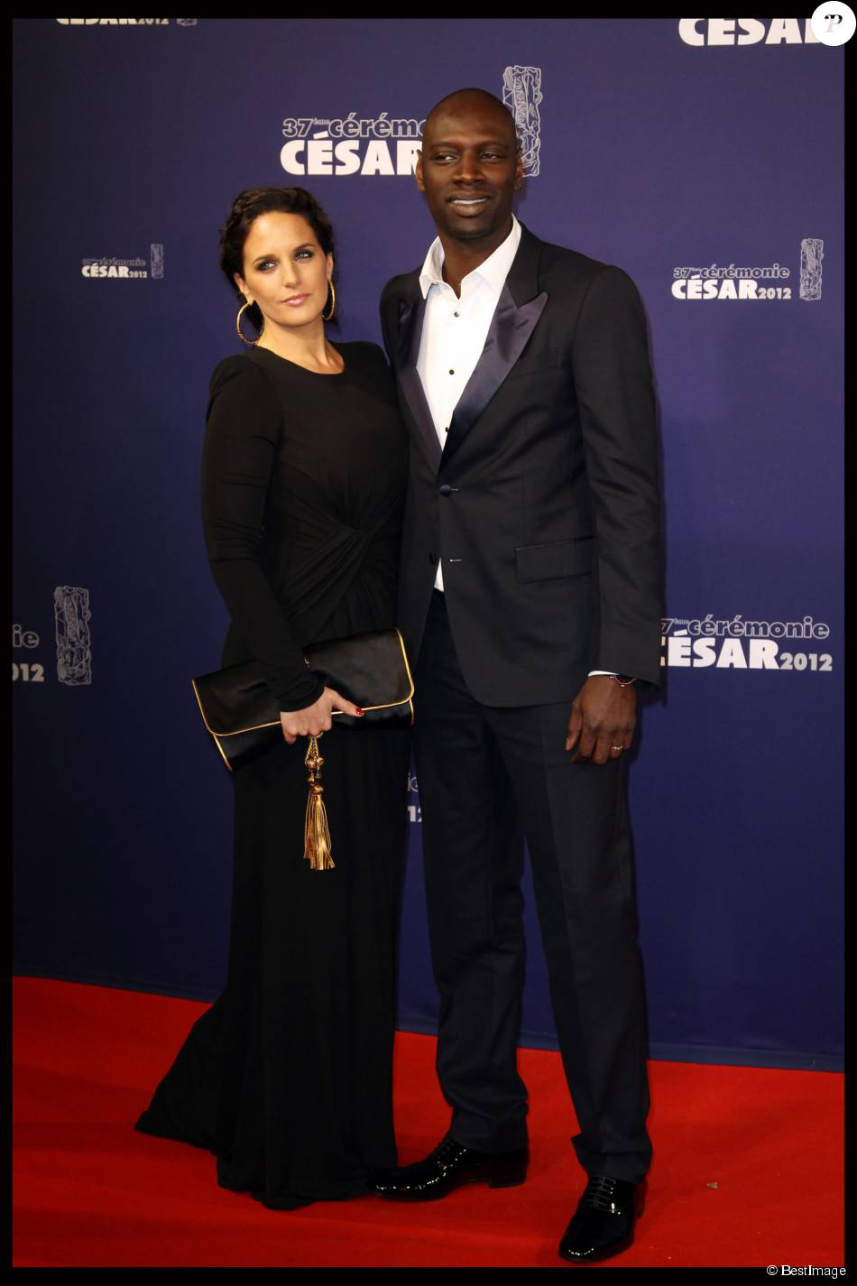 omar sy et sa femme h l ne c r monie des c sar 2012. Black Bedroom Furniture Sets. Home Design Ideas
