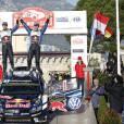 Le prince Albert II de Monaco s'est fait une joie de remettre à Sébastien Ogier et Julien Ingrassia, vainqueurs du 84e Rallye de Monte-Carlo, le trophée de l'épreuve, le 24 janvier 2016 sur la place du palais princier. © Jean-Charles Vinaj/Pool Monaco/Bestimage