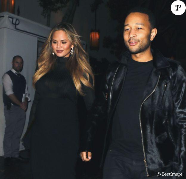 Chrissy Teigen, enceinte, et son mari John Legend au Chateau Marmont à Los Angeles, le 30 janvier 2016.