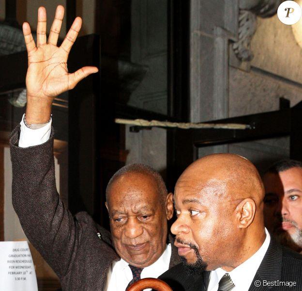 Bill Cosby quitte le tribunal au premier jour de son procès à Norristown en Pennsylvanie le 3 février 2016. Icône de la télévision américaine, humoriste respecté, philanthrope généreux, il est aujourd'hui soupçonné d'être aussi un dangereux prédateur sexuel. Accusée d'avoir drogué et agressé sexuellement ou violé plus de cinquante femmes entre 1965 et 2008, la star comparaît pour la première fois devant un tribunal pénal.