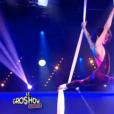 Sabrina Ouazani impressionnante d'agilité et de sensualité dans Le Gros Show de Cyril Hanouna, sur D8, le 10 février 2016. (capture d'écran)