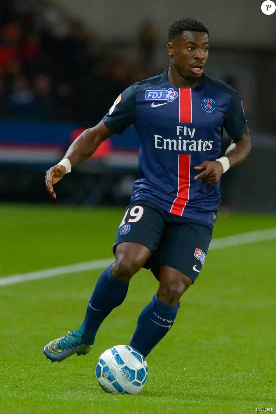 Serge aurier lors de la demi finale de la coupe de la ligue entre le paris saint germain et - Demi finale coupe de la ligue 2015 ...
