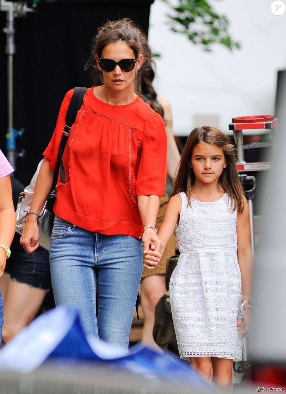 Katie Holmes : Maman comblée par Suri, mais le coeur ... Katie Holmes Divorce
