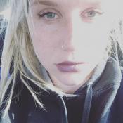 """Kesha, les yeux bouffis , épuisée par le chagrin : """"Il n'y a pas de mots..."""""""