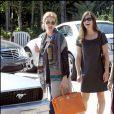 Julia Roberts sort d'un déj' entre cop's à Malibu