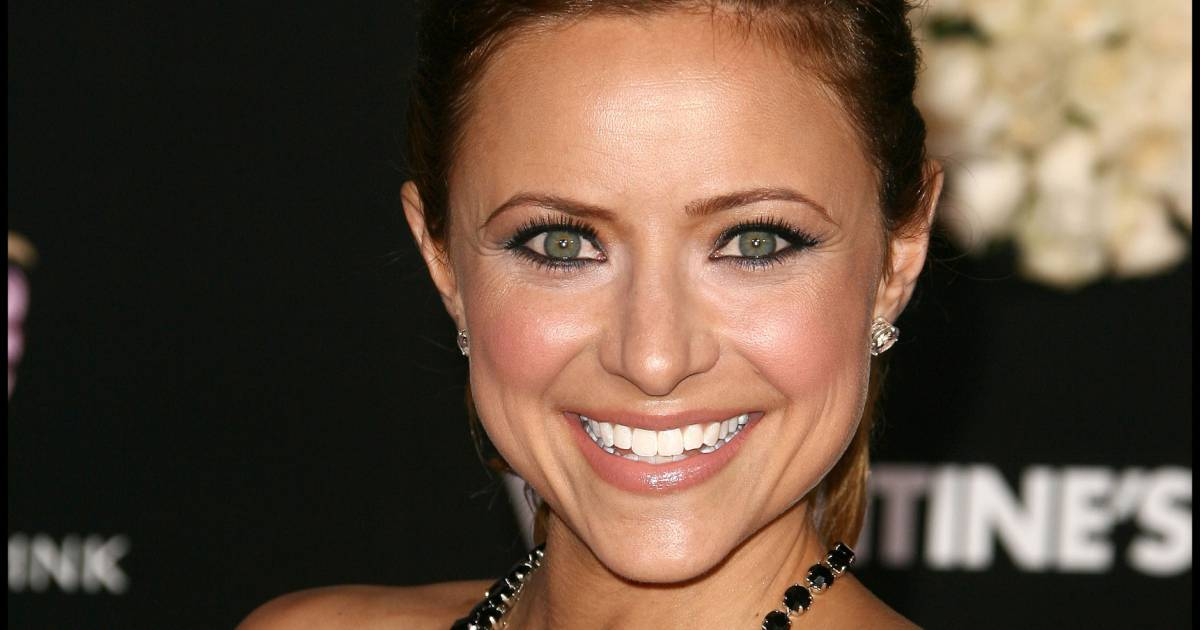 lakin divorced singles Telling friends and family you're getting divorced for most  lara lakin is the author of the blog  going through the motions of re-starting a single.