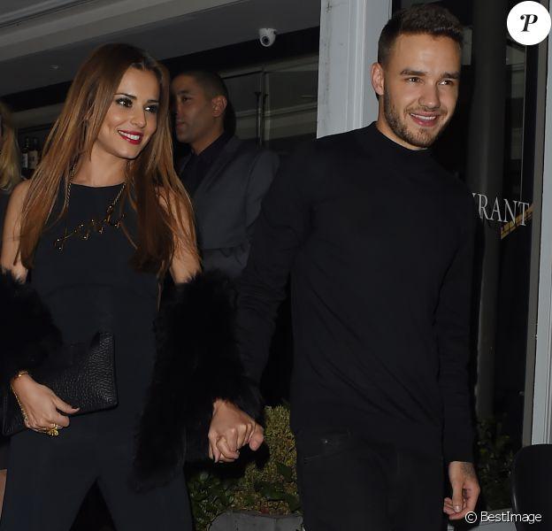 Cheryl Cole (ex Fernandez-Versini) et son nouveau compagnon Liam Payne (One Direction) main dans la main lors de leur sortie au restaurant Salmontini à Londres, le 9 mars 2016. En compagnie de la mère de Cheryl, Joan Callaghan, et d'amis proches, ils ont fêté l'anniversaire de Lily England, l'assistante de Cheryl, qui vient d'avoir 30 ans. Le couple est arrivé vers 20h30, et est reparti vers 1h30 du matin.