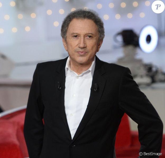 """Michel Drucker - Enregistrement de l'émission """"Vivement Dimanche"""" à Paris le 3 février 2016 et © Coadic Guirec/Bestimage"""