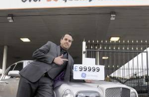 REPORTAGE PHOTOS : Qui veut acheter la voiture de David Beckham ? Purepeople vous propose d'en faire le tour !