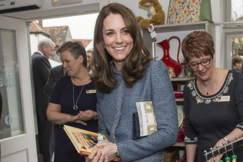 Kate Middleton : Shoppeuse solidaire, elle n'oublie pas George et Charlotte