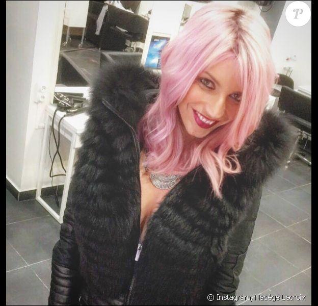 Nadège Lacroix opte pour des cheveux roses, le 18 mars 2016.