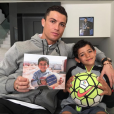 Cristiano Ronaldo et son fils Cristiano Junior pour la cause des enfants syriens, photo Instagram mars 2016.