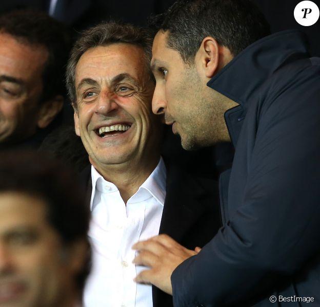 Nicolas Sarkozy et le président du club de football Manchester City, Khaldoon Al Mubarakau match de Ligue des Champions PSG - Manchester City au Parc des Princes à Paris le 6 avril 2016.© Cyril Moreau/Bestimage