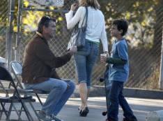 PHOTOS EXCLUSIVES : Pierce Brosnan apprend à son fils de 7 ans comment... draguer !
