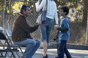 PHOTOS EXCLUSIVES : Pierce Brosnan apprend à son fils de 7 ans comment... draguer !
