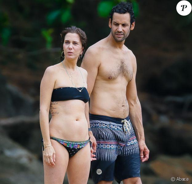 Kristen Wiig avec son nouveau compagnon, l'acteur Avi Rothman, lors de vacances romantiques à Hawaï le 4 mai 2016