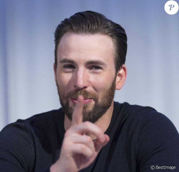 """Chris Evans a la Conférence de presse avec les acteurs du film """"Captain America: Civil War"""" à West Hollywood. Le 10 avril 2016"""