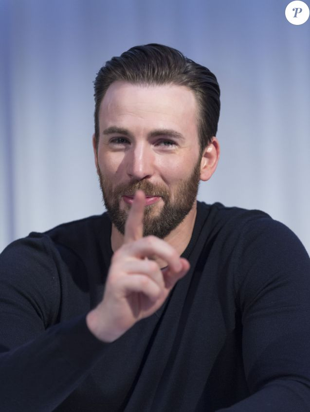 "Chris Evans a la Conférence de presse avec les acteurs du film ""Captain America: Civil War"" à West Hollywood. Le 10 avril 2016"