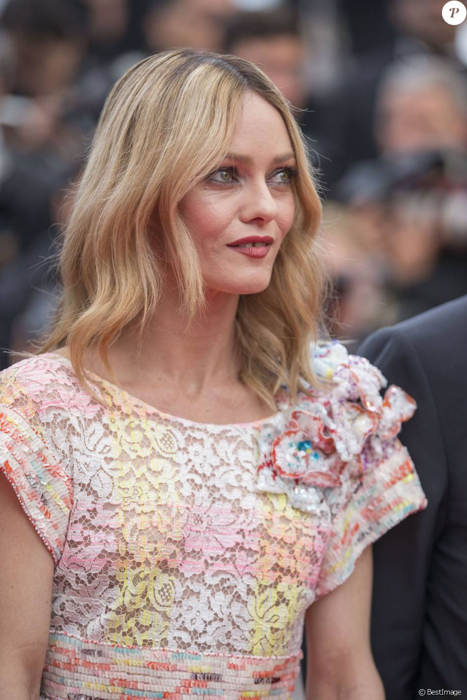 "Vanessa Paradis - Montée des marches du film ""Café Society"" pour l'ouverture du 69ème Festival International du Film de Cannes. Le 11 mai 2016. © Borde-Jacovides-Moreau/Bestimage  Red carpet for the movie ""Café Society"" for the opening ceremony of the 69th Cannes International Film festival. On may 11th 201611/05/2016 - Cannes"