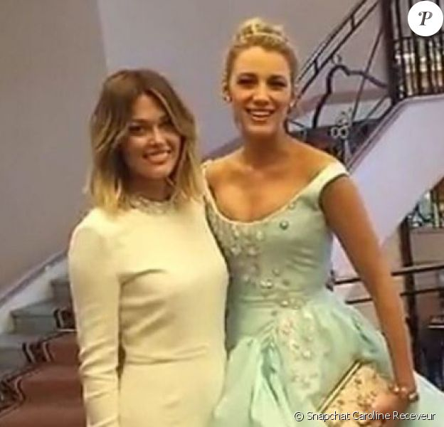 Caroline Receveur et Blake Lively, dans la hall d'un hôtel, lors du Festival de Cannes 2016, le vendredi 13 mai