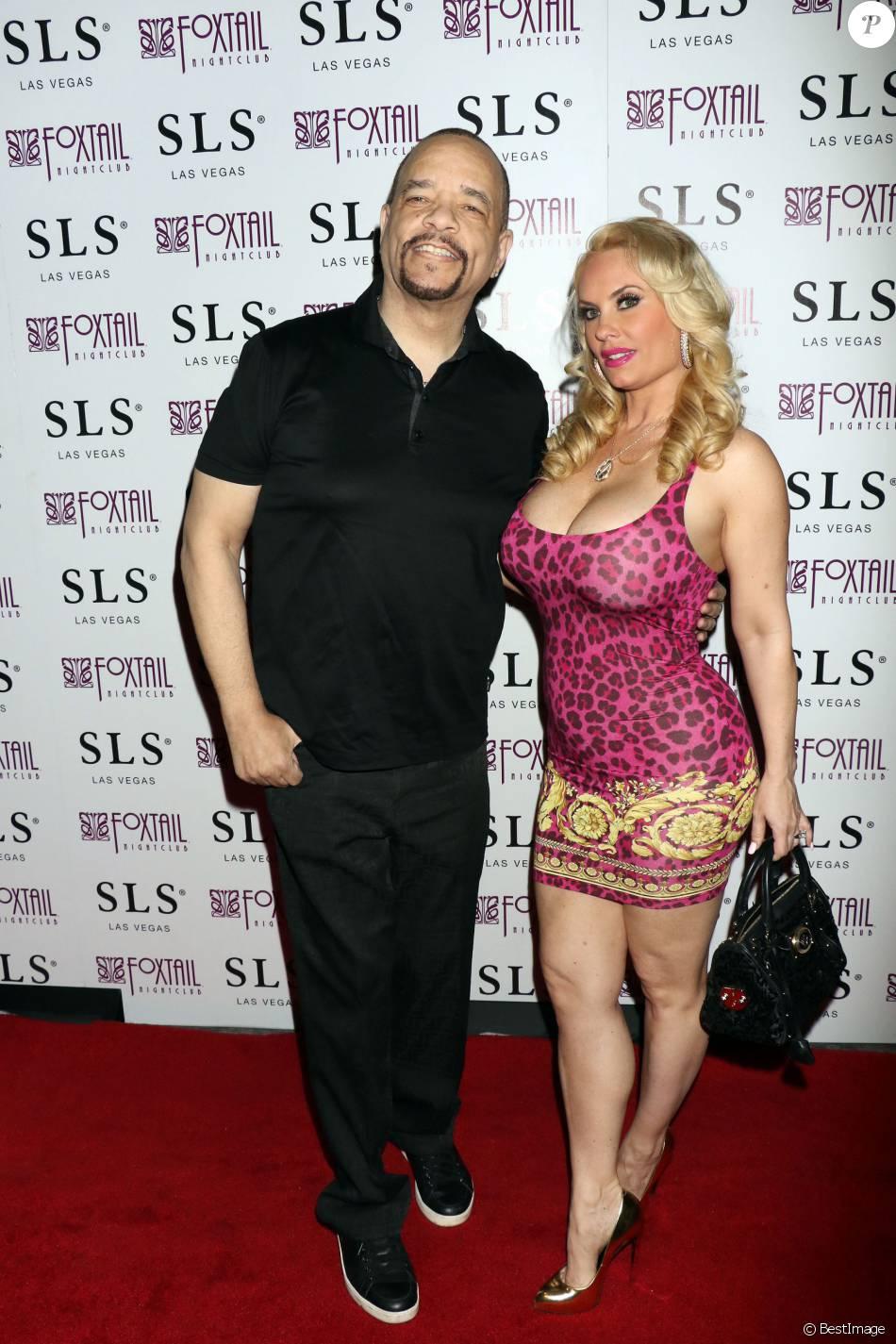 Le rappeur Ice-T et sa femme Coco Austin posent à la boîte de nuit ...