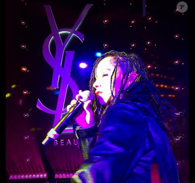 Zoë Kravitz assiste à et anime la soirée de lancement du Mascara Vinyl Couture d'YSL Beauté. Los Angeles, le 18 mai 2016.