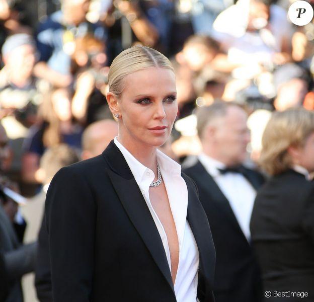"""Charlize Theron (bijoux Cartier) - Montée des marches du film """"The Last Face"""" lors du 69ème Festival International du Film de Cannes. Le 20 mai 2016. © Olivier Borde-Cyril Moreau/Bestimage"""