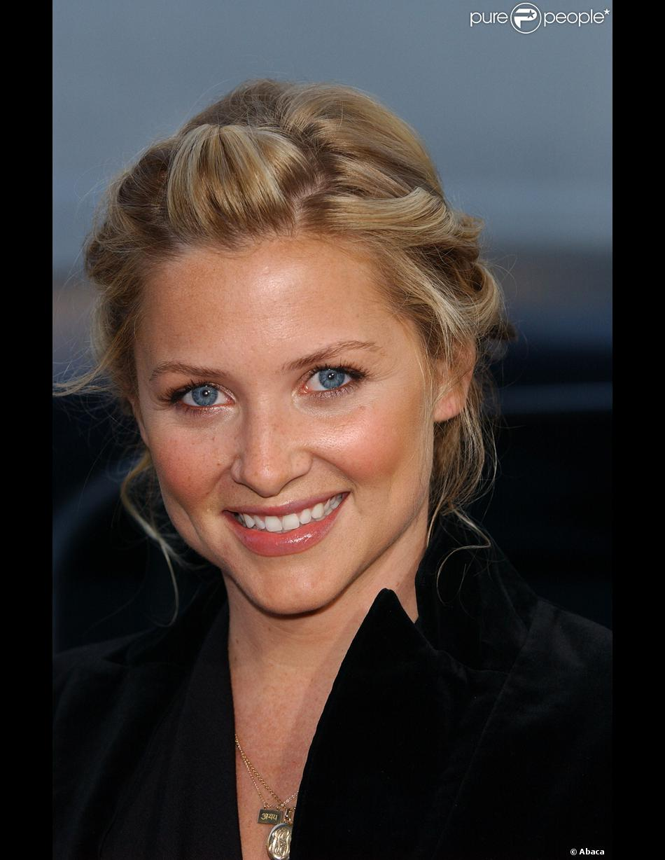 Snap An Interview With Jessica Capshaw Afterellen Photos On Pinterest