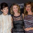 Mélanie Doutey, Alexandra Lamy et Julie Ferrier à Paris le 19 décembre 2013.