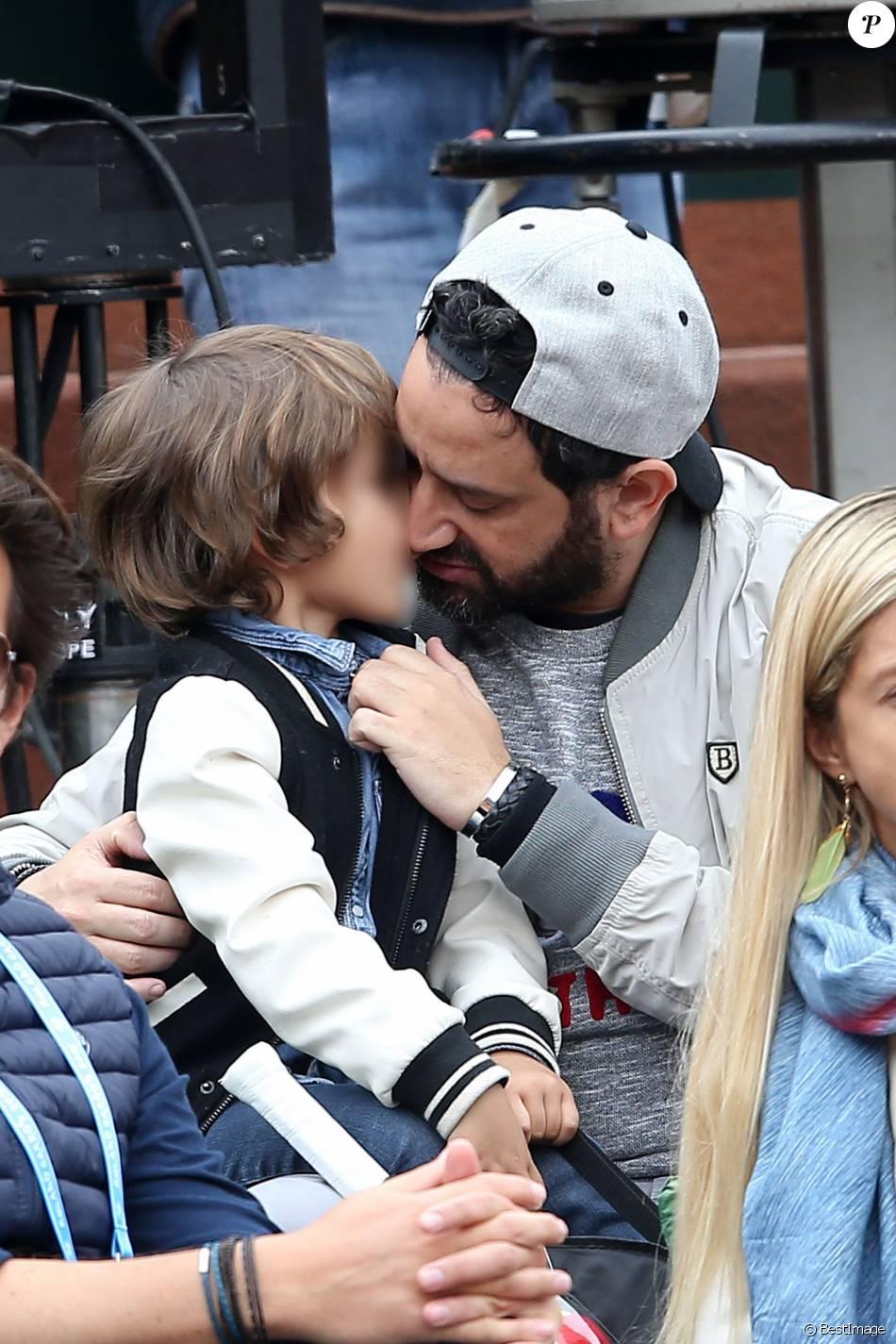 Cyril Hanouna et son fils Lino - People dans les tribunes des internationaux de France de Roland Garros à Paris le 4 juin 2016. © Moreau - Jacovides / Bestimage