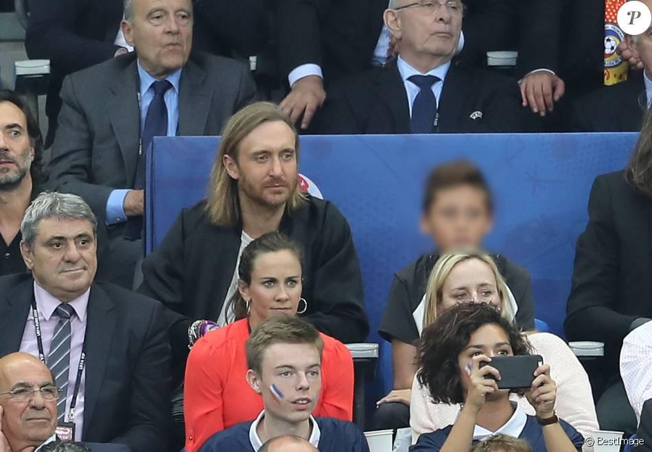 David guetta et son fils elvis au match d 39 ouverture de l 39 euro 2016 france roumanie au stade de - Sonia mabrouk en couple ...