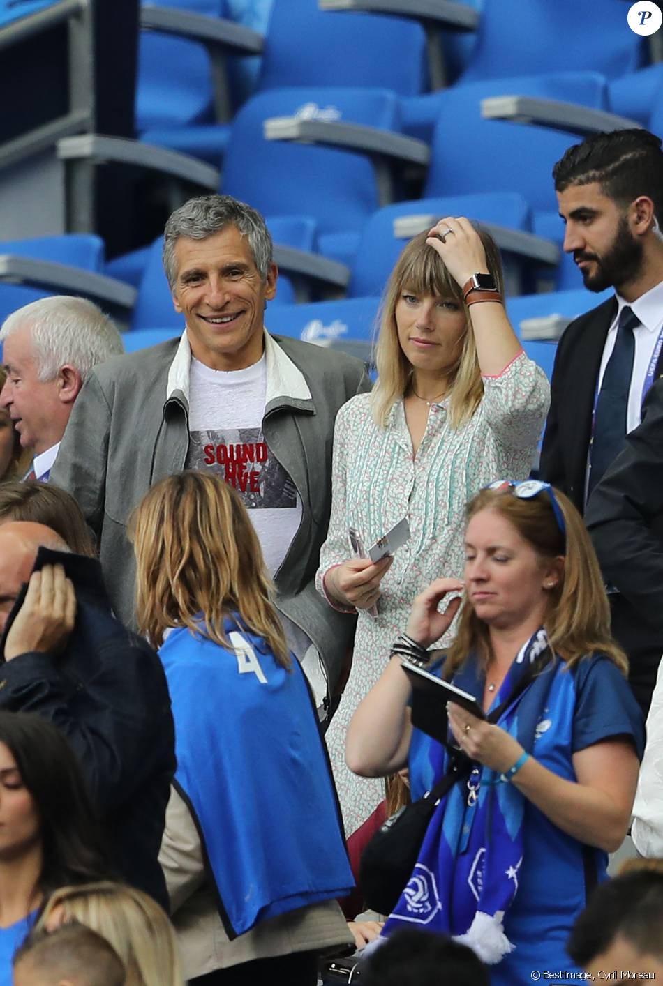 Nagui et sa femme m lanie page lors du match d 39 ouverture de l 39 euro 2016 france roumanie au - Sonia mabrouk en couple ...
