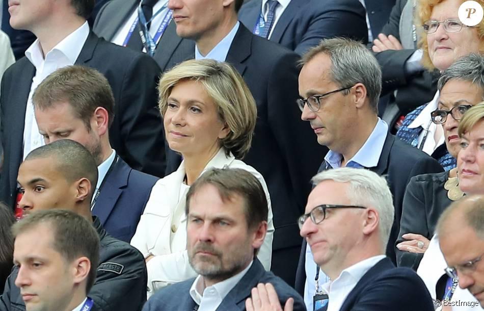 Val rie pecresse et son mari j r me pecresse au match d 39 ouverture de l 39 euro 2016 france - Valerie damidot et son mari ...
