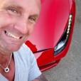 Pascal (Koh-Lanta 2016) s'amuse avec une Ferrari. Juin 2016.