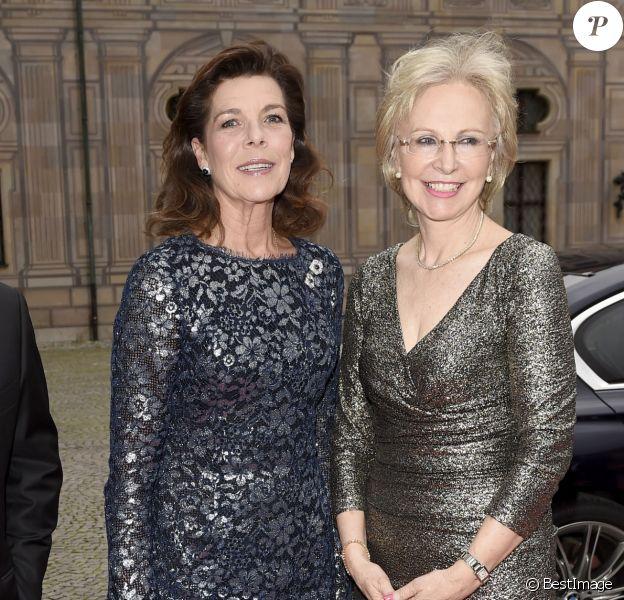 La princesse Caroline de Hanovre accueillie par Angelika Diekmann à un dîner de gala de l'AMADE à Munich en Allemagne le 14 juin 2016.